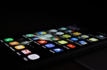 phone-social-media-apps